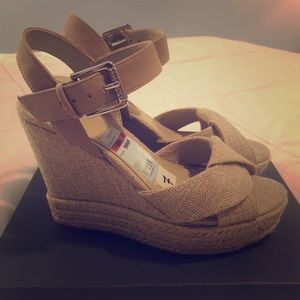 GUESS Tan Wedges Size 7 Womens